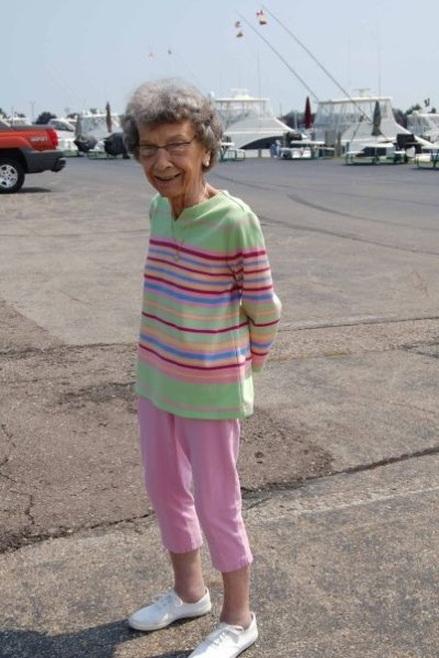 My mom's favorite fashion - horizontal stripes and capris.